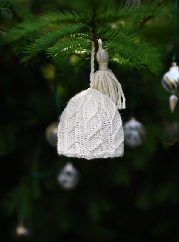 Knitted hat ornament frazil